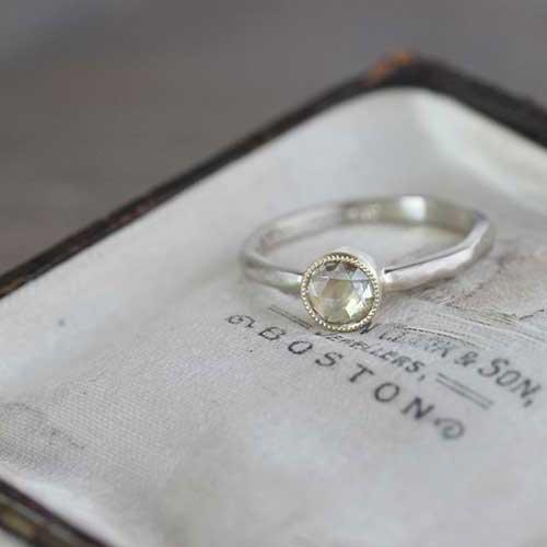 エンゲージリング・婚約指輪